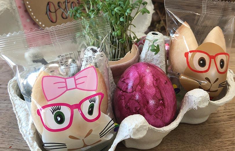 DIY Ostergeschenk Osterhasen-Glückskekse mit Osterei im Eierkarton