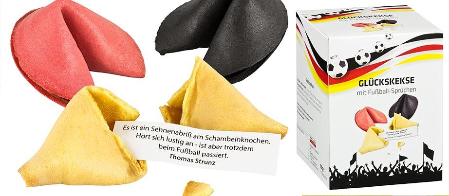 Glückskekse in schwarz, rot und gelb mit Fußball-Sprüchen