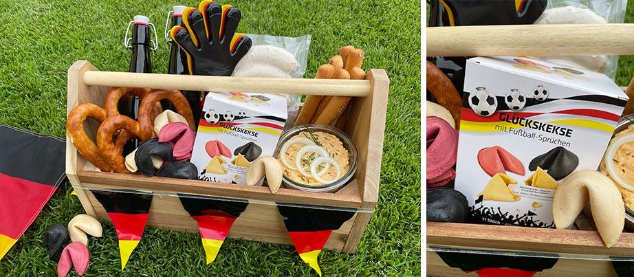 Geschenkidee Männerhandtasche unter anderem mit Fußball-Glückskeksen gefüllt